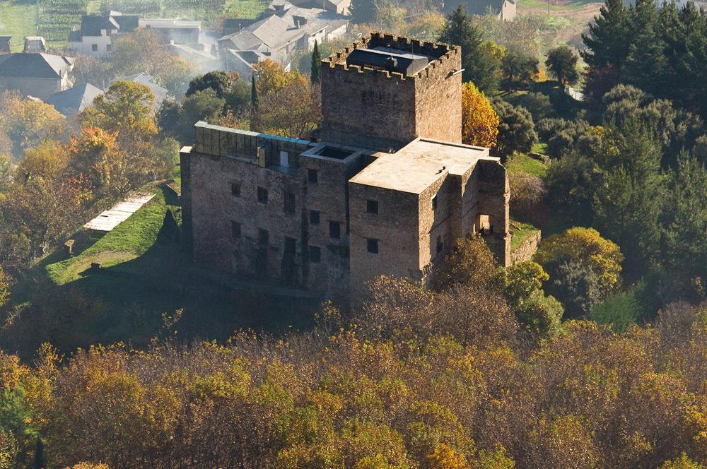 Castillo de Corullón, otoño